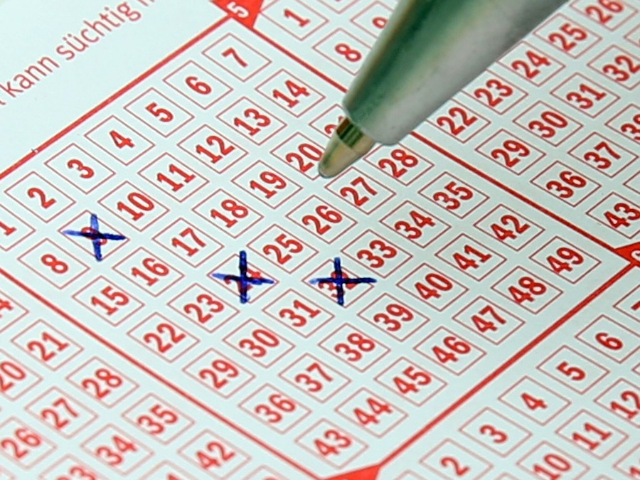 selecting the winning lottery numbers